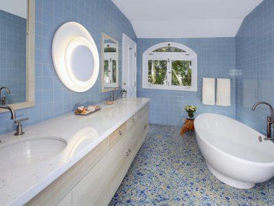 Gam màu xanh bạn nên thử cho phòng tắm gia đình